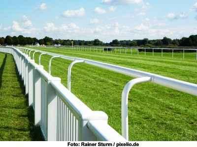 Pferderennbahn vor dem Rennen